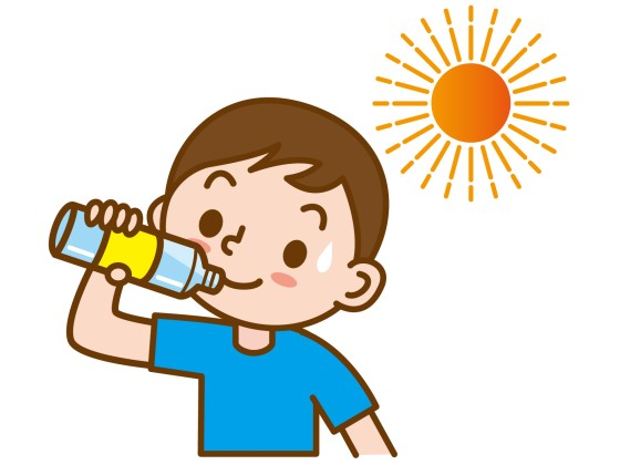 水分補給をしている男の子