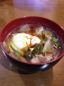 カブとベーコンと卵の冬スープ
